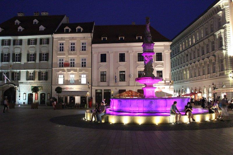 Fontana di Orlando Hlavné námestie Bratislava