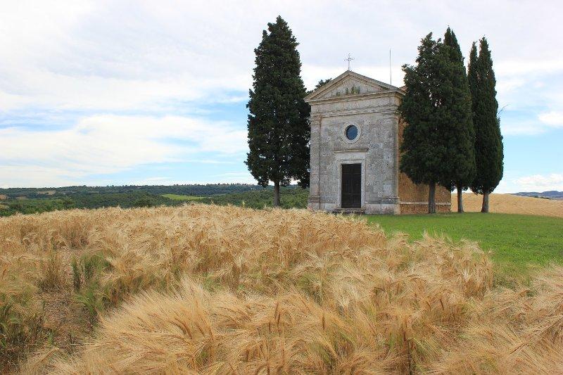 Cappella Madonna Vitaleta Val Orcia Toscana