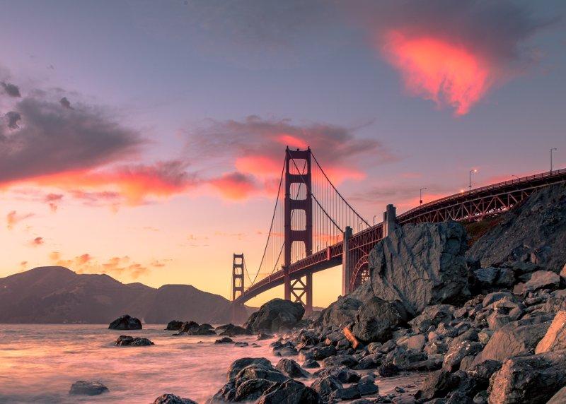 Il Golden Gate Bridge al tramonto a San Francisco