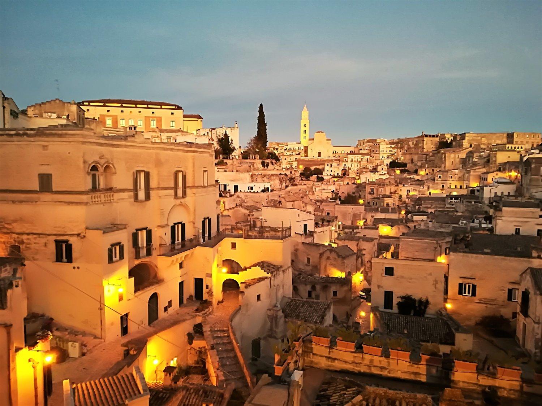 Panorama al crepuscolo di Matera dal belvedere Luigi Guerricchio